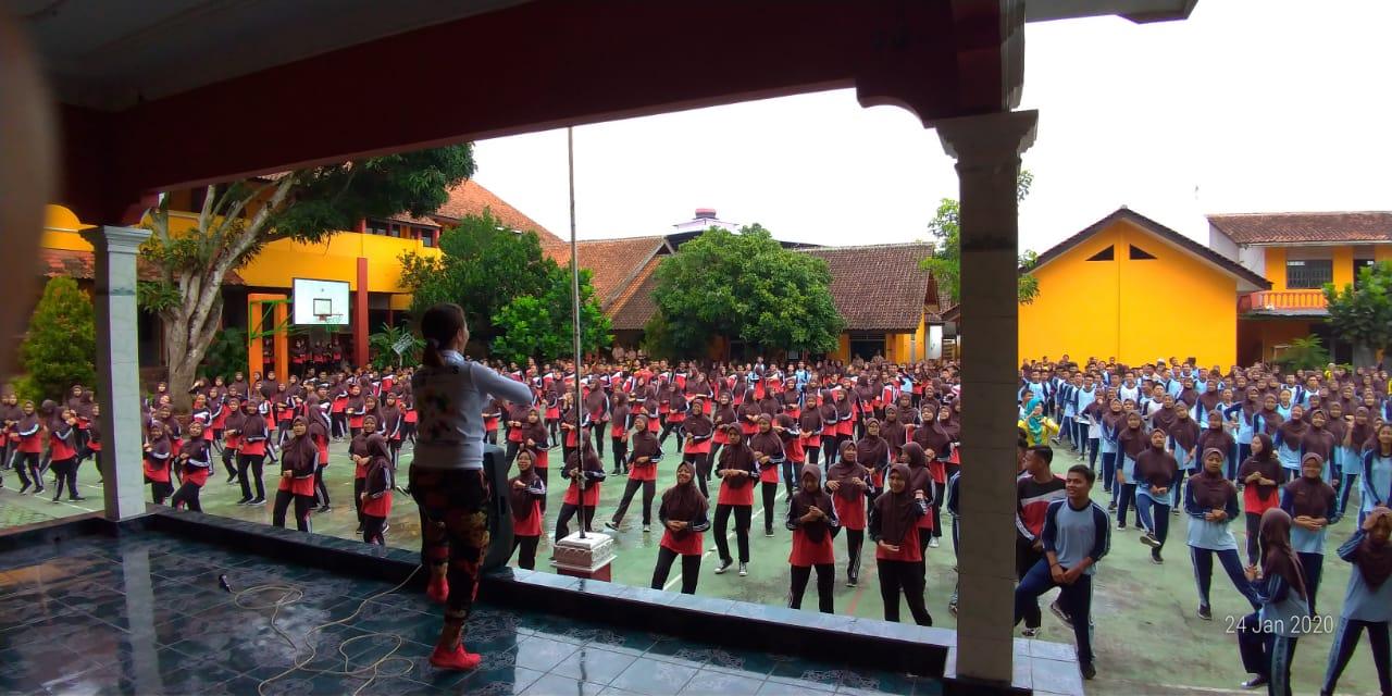 Jumat Sehat SMP N 1 Parakan